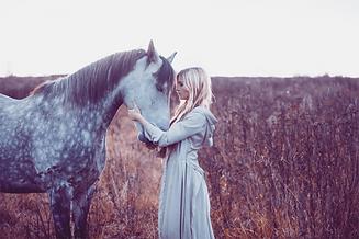 Pferd Frau_bearbeitet.png