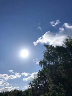 soleil dans ciel bleu