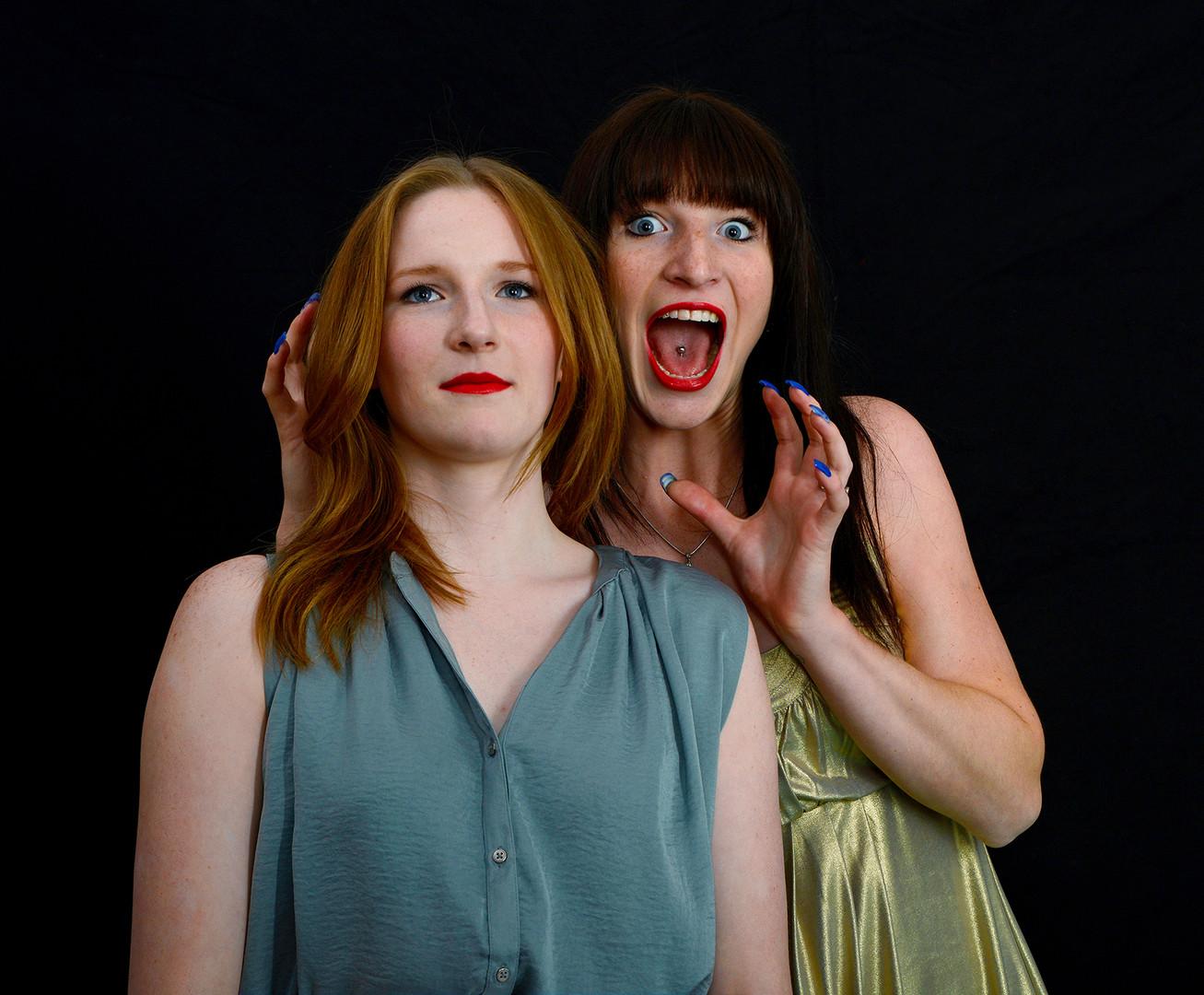 Fotoshooting Schwestern Grimassen