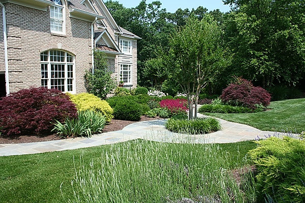 24-Formal-Landscape-Around-Curved-Patio.