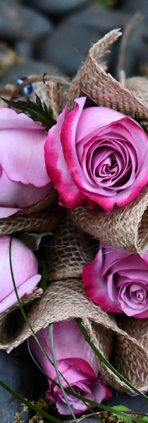 Individually wrapped roses. Gift them separately or as one breathtaking arrangement!