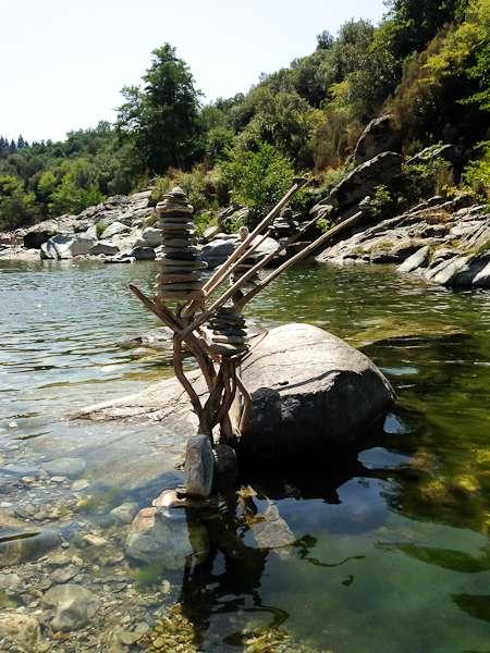 570285d944d05-les-gorges-du-gardon-randonnee-les-pieds-dans-l-eau-et-baignades