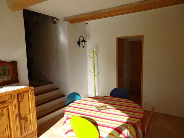 Salle à manger avec accès salon, WC et salle de bain