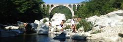 570285d942d18-les-gorges-du-gardon-randonnee-les-pieds-dans-l-eau-et-baignades