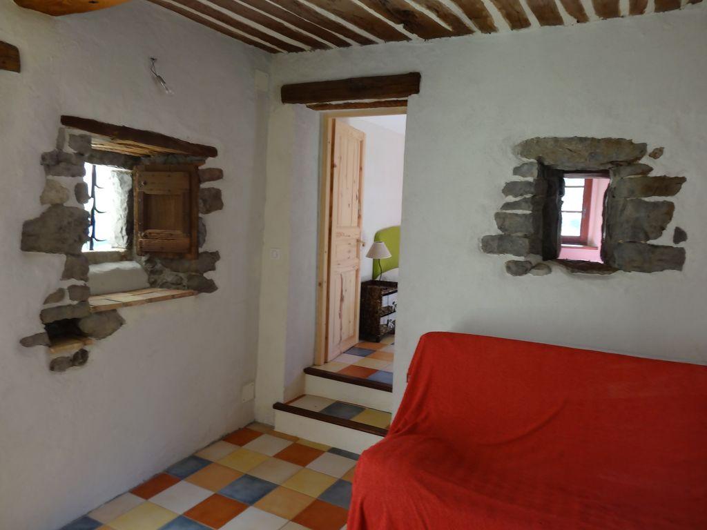 Salon avec accès chambre