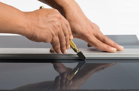 Craftsmen are cutting glass..jpg