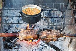 Kochen auf dem Feuer - selbst erlegtes schmeckt besonders gut! - vorallem wenn man sonst nicht viel hat!