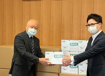 北九州市医師会へマスクを届ける