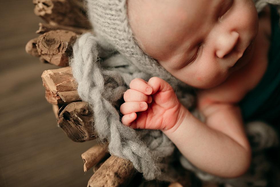 Newborn - Loni Bourne Photography 2021-3