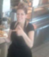 Maggie au restaurant.jpg