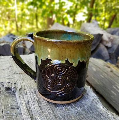 16 oz Mug w/Medallion in Black w/Seaweed Rim