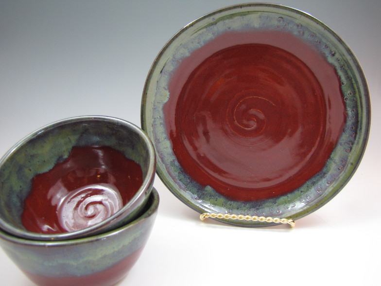 """8"""" Luncheon Set in Deep Red with Green Rim"""