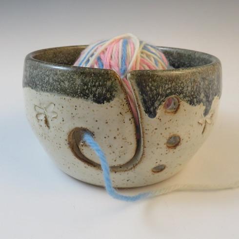 Yarn Bowl in Vanilla Spice w/Blue Rim