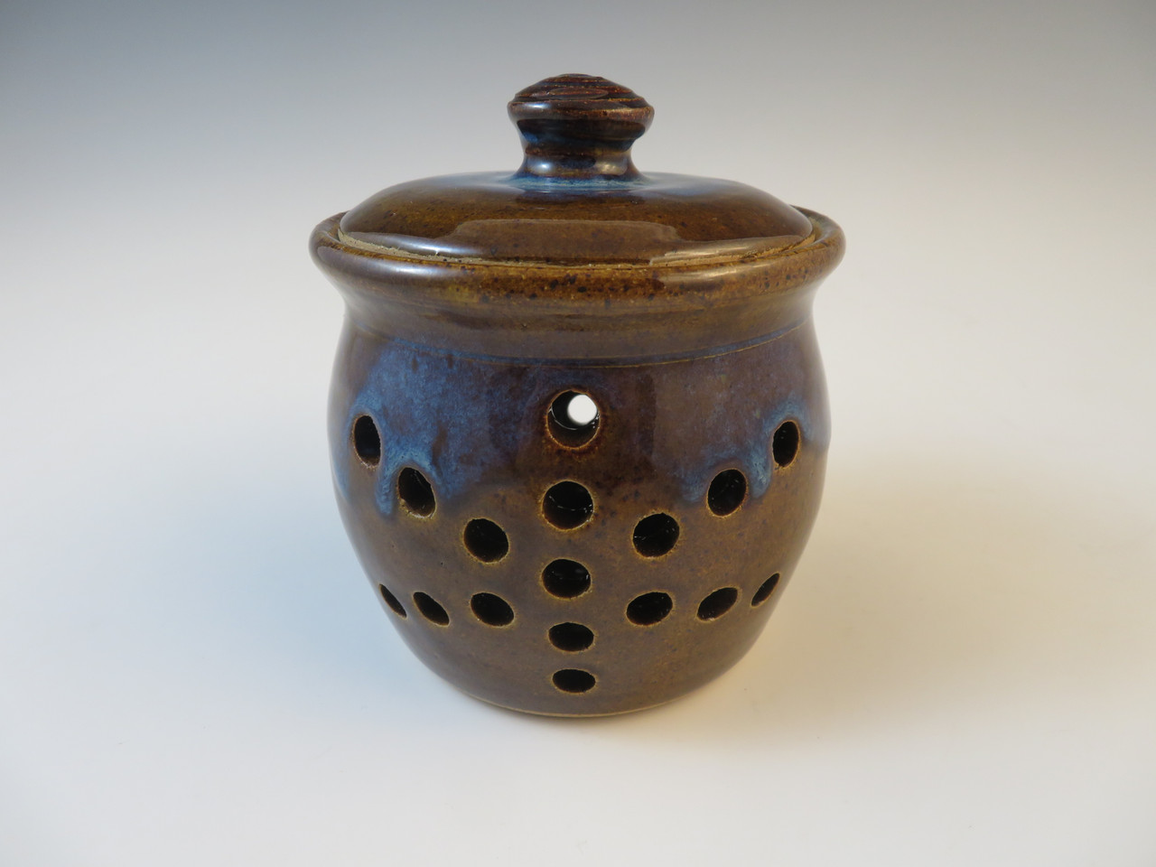 Garlic Pot in Brown with Blue Rim