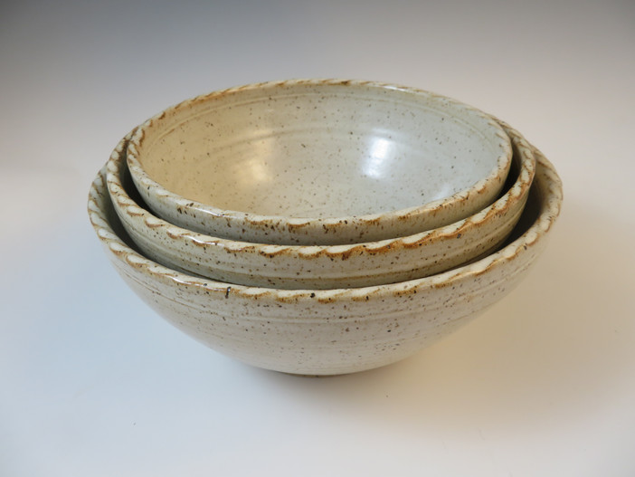 Serving Bowl in Vanilla Spice