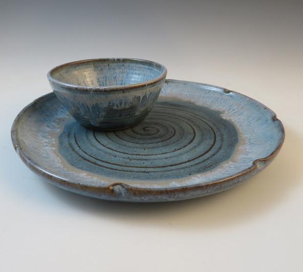 "10"" Serving Plate w/Condiment Bowl in Ru"