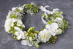 Flower%20wreath%20with%20carnations%2C%2
