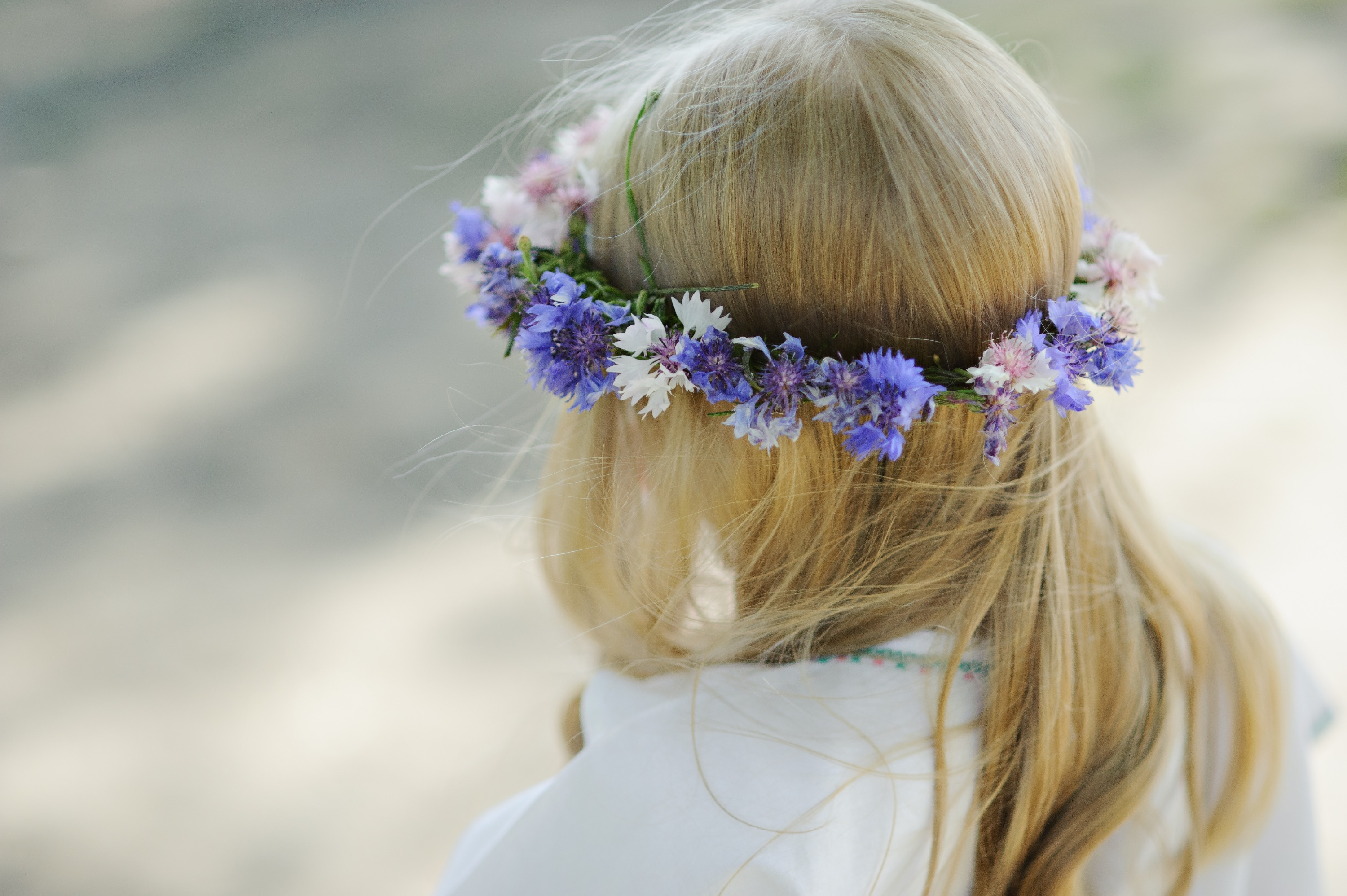 Blond%20girl%20with%20a%20wreath%20of%20