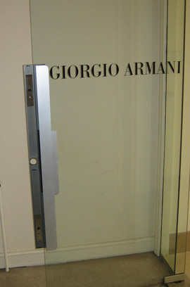 First porte verre Armani