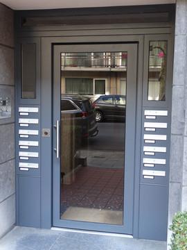 Porte Cibox avec intégration de boîtes aux lettres