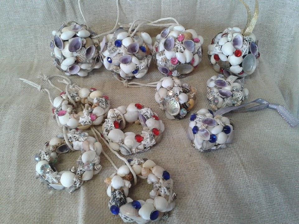 Xmas Balls, Hearts and Wreathes