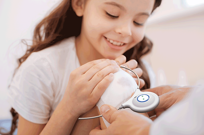 Little girl holding the SofPulse device