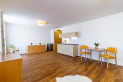 Obývací pokoj s kuchyňským a jídelním ko