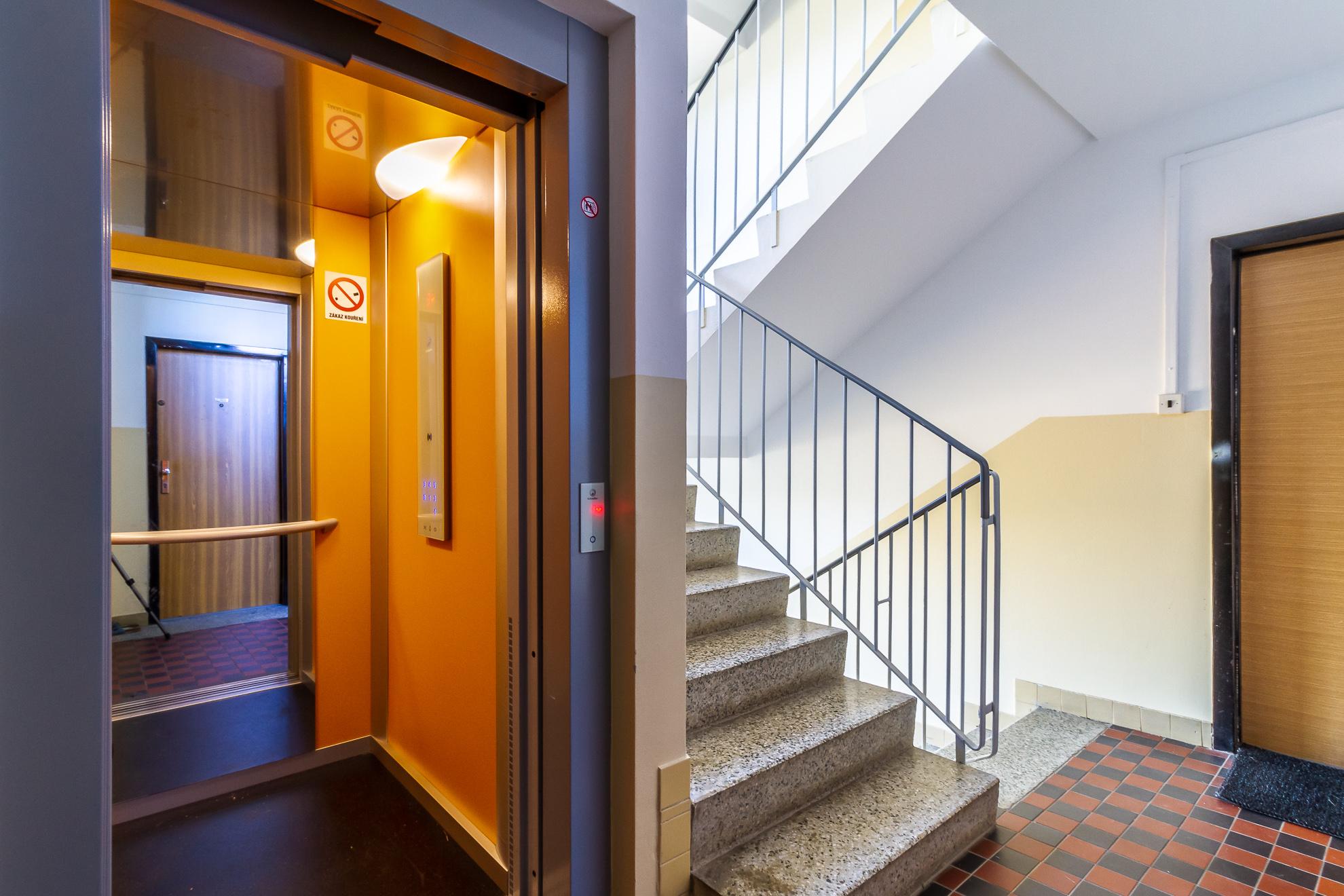 Chodba s výtahem
