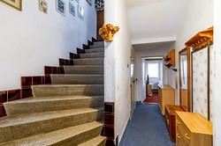 Vstupní chodba a schody do patra
