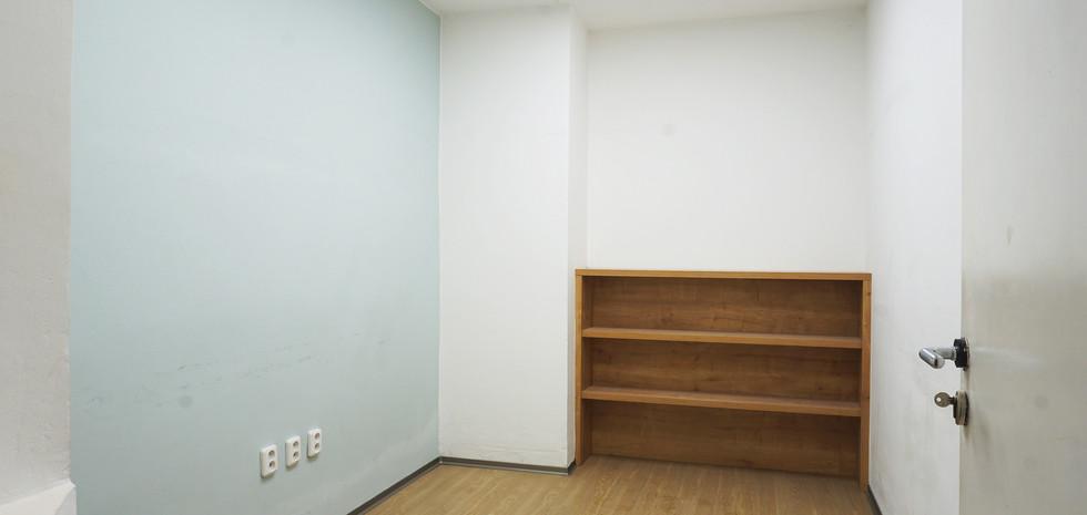 Další kancelář/zasedací místnost