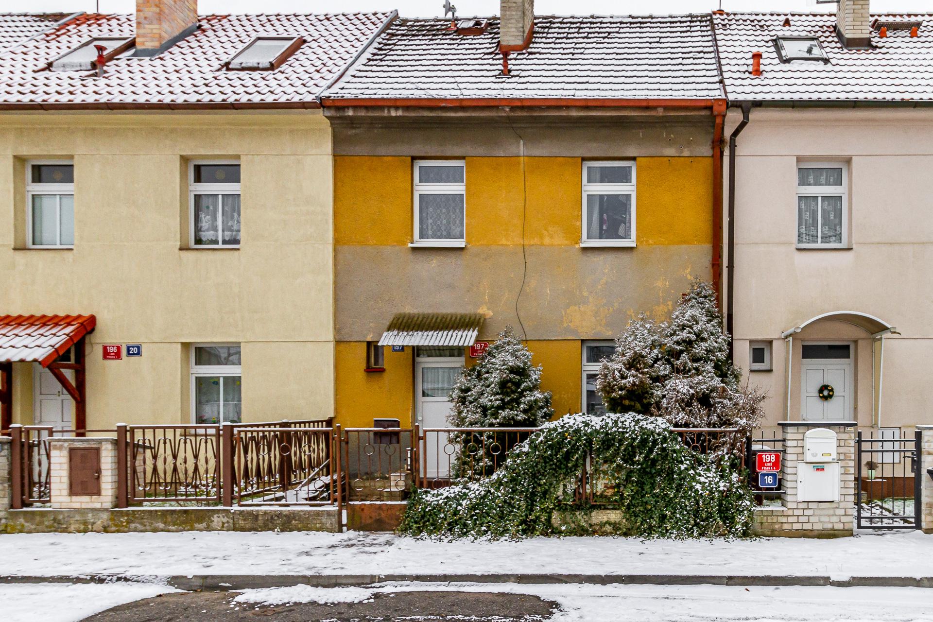 Pohled na dům z ulice