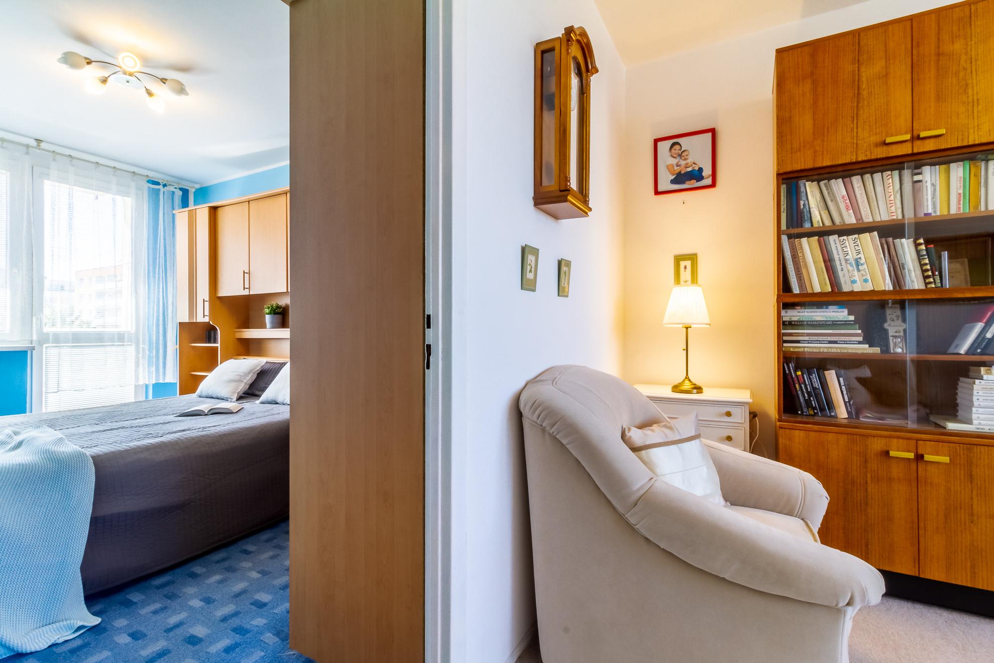 Pohled obývací pokoj_ložnice