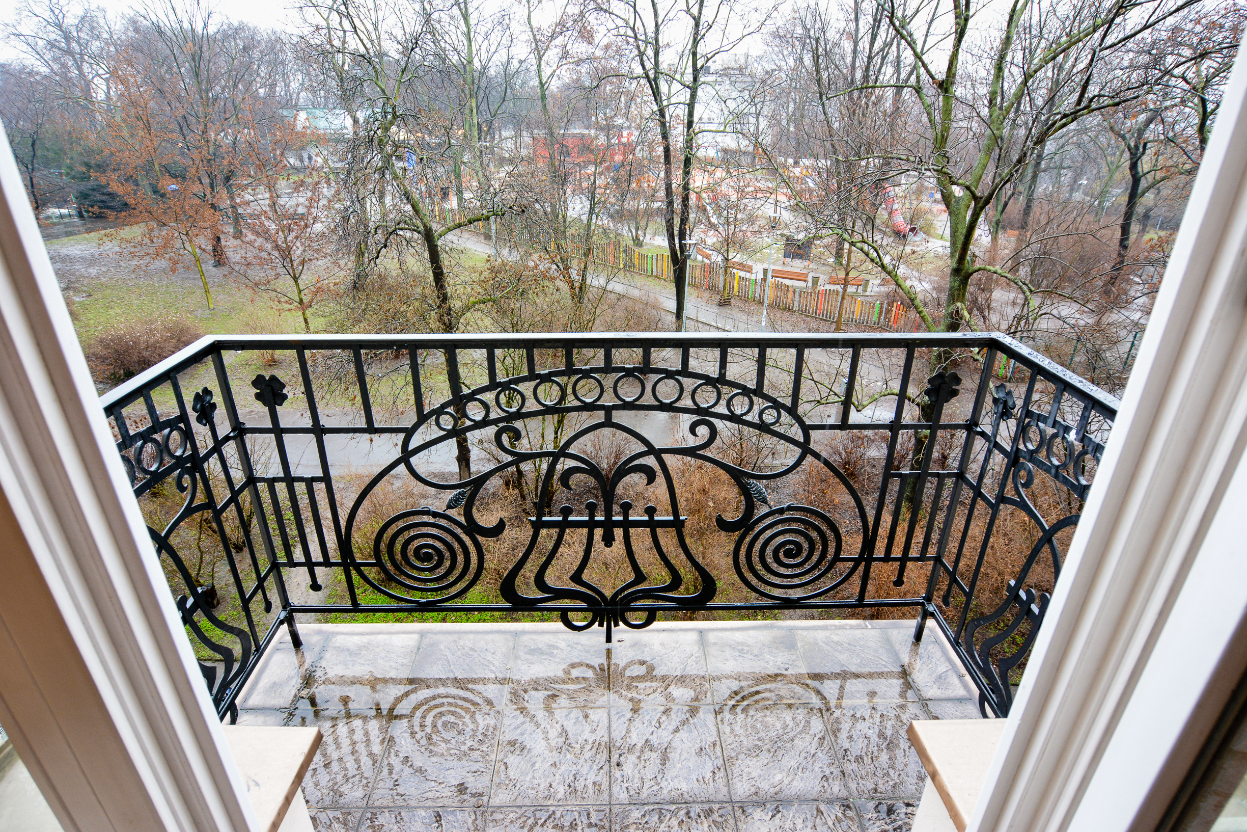 Balkon s pohledem na Riegrovy sady