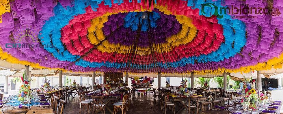 Restaurante con papel picado.jpg