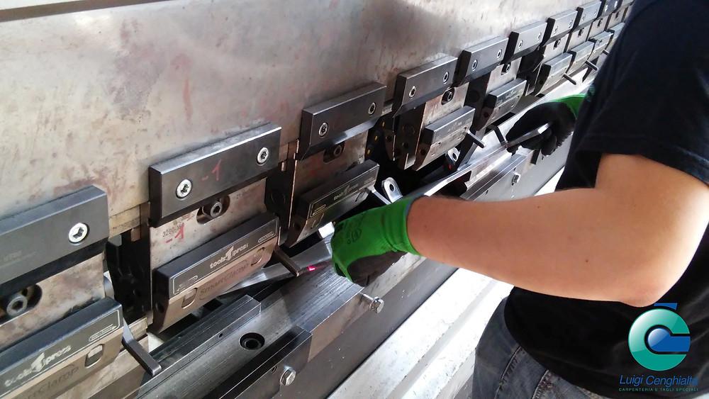 Piegatura della lamiera - CNC carpenteria Cenghialta Montecchio Maggiore (Vicenza)