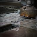 605 Oltre ai vari materiali come rame e alluminio, il waterjet può digerire anche l'acciai