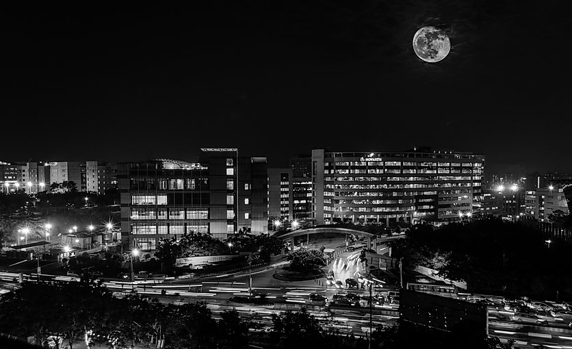 Full-Moon-in-the-City-Black-and-White.jp