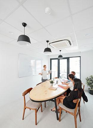 business-seminar-at-office-8NGMAD9.jpg