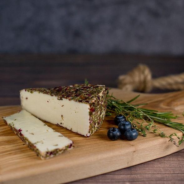Монкле́р Саваж — сыр полутвёрдый, в обсыпке из итальянских трав и ягод,  150 гр.