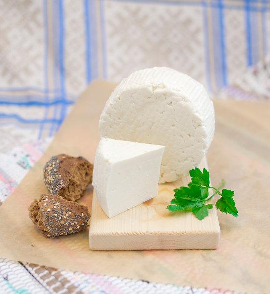 Ле Фрэ Класси́к — молодой сыр из коровьего молока, классический, кусок 250г