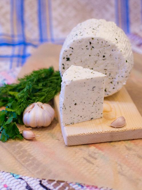 Ле Фрэ Фермье́р — молодой сыр с зеленью и чесноком, кусок 250г