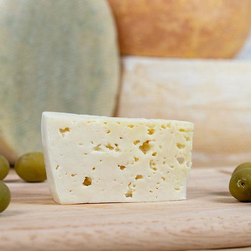 Монкле́р Класси́к —сыр полутвёрдый, выдержанный, кусок 150г