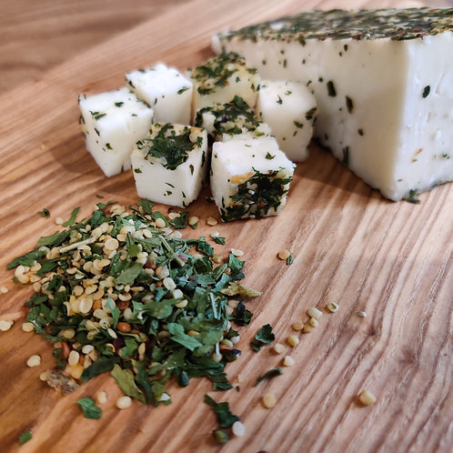 Монкле́р Канапа — сыр полутвёрдый, в обсыпке из конопляных семян, кусок 150г