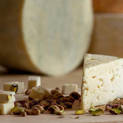 Монкле́р Нуазе́тт — сыр полутвёрдый, выдержанный, с фисташкой, кусок 150г