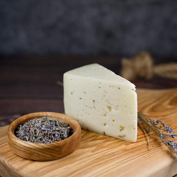 Шевр де Прова́нс — cыр из козьего молока с лавандой, кусок 150г