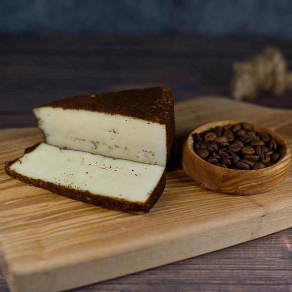 Монклер Нуа́р — выдержанный сыр в кофейной обсыпке, кусок 150г