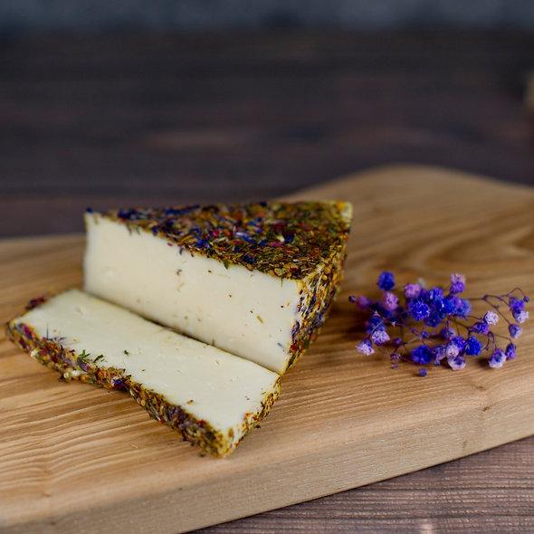 Монкле́р Люмину — сыр полутвёрдый, в обсыпке из трав и лепестков цветов, 150 гр