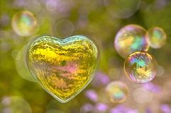 bulle-de-savon-sous-forme-de-coeur-48887577[1]
