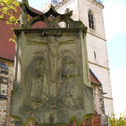 vor der St.-Johannis-Kirche