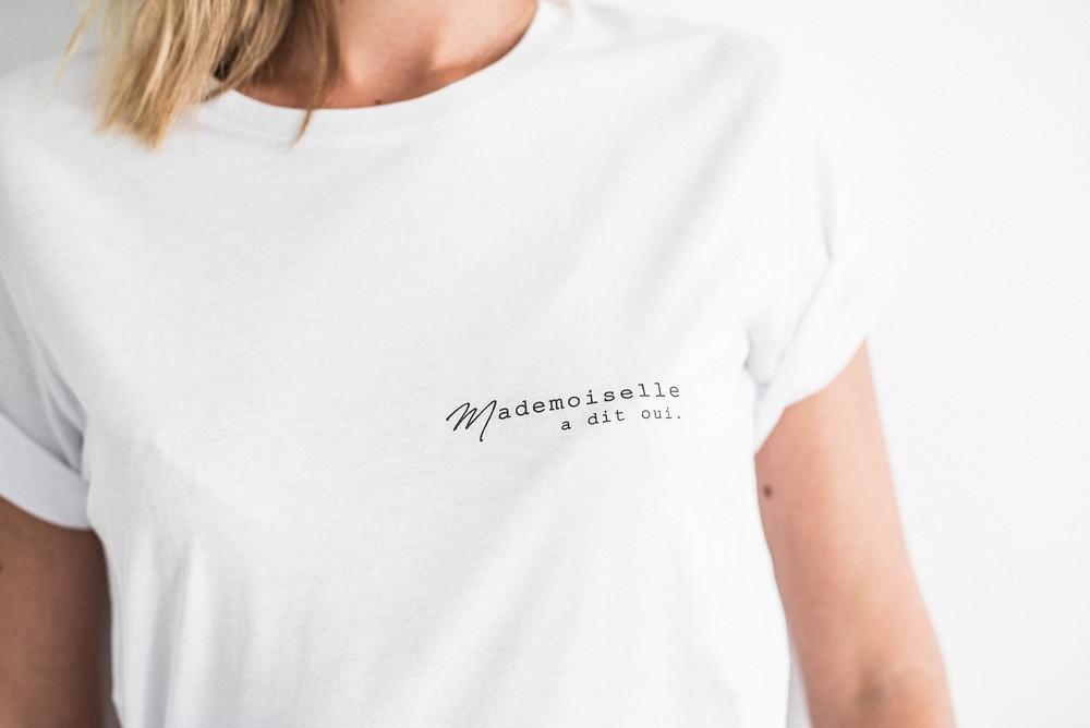 """Tee-shirt """"Mademoiselle a dit oui."""" Buttée. Paris en coton biologique"""